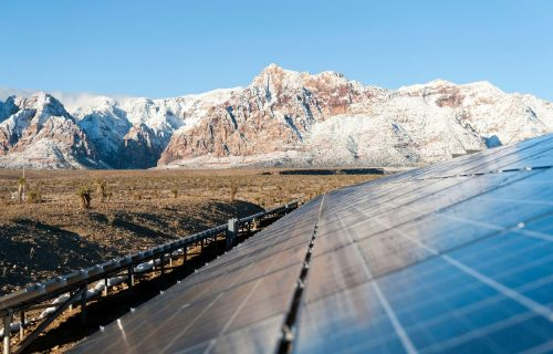 Rešenje krize? SOLARNE PLANINE snabdevale bi gradove energijom i zaštitile prirodu (FOTO)