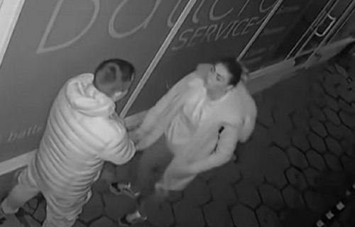 Posvađali se nasred ulice, a onda je devojka izvela POTEZ koji muškarac nije predvideo (VIDEO)