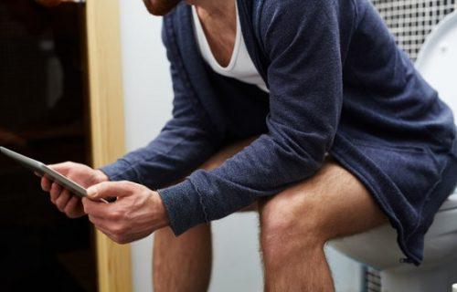 Još je i ljut: Firma mu smanjila platu jer je DVA SATA dnevno na poslu provodio u toaletu