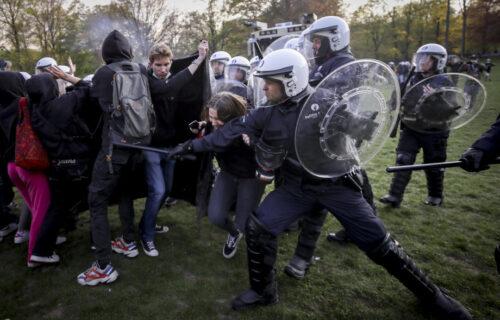 HAOS na protestima u Briselu: Policija suzavcima i vodenim topovima RAZBILA korona žurku