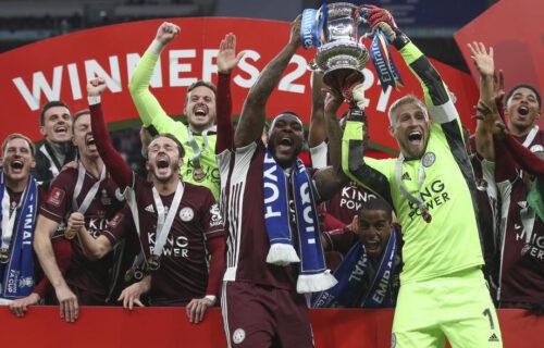 Po prvi put u istoriji kluba: Lester siti savladao Čelsi u finalu FA kupa i podigao trofej! (VIDEO)