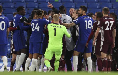 Drama u Engleskoj: Čelsi se osvetio Lesteru i ugrozio mu Ligu šampiona, tuča u finišu meča (VIDEO)