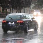 VOZAČI, OPREZ! Magla, kiša i mokri kolovozi otežavaju vožnju i stvaraju gužve
