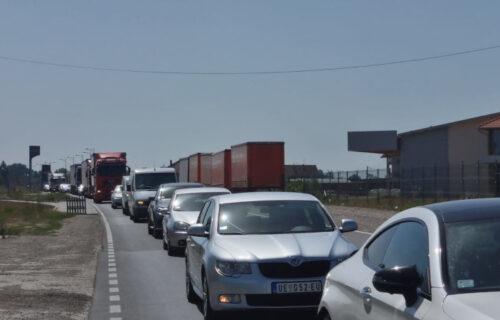 VELIKE GUŽVE na granicama: Automobili na Preševu čekaju sat i po, kamioni na Horgošu i do pet sati!