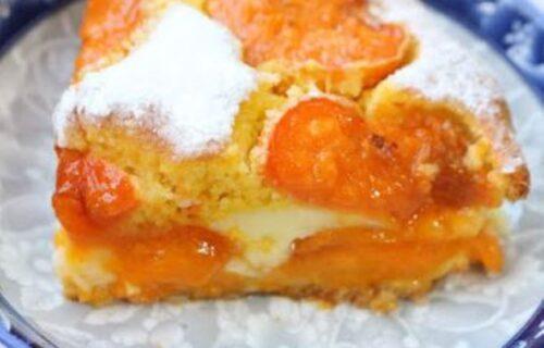 Ne može sočnije! Najkremastiji i NAJBOLJI kolač sa kajsijama i plazmom (RECEPT+VIDEO)