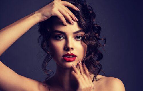 Pristaje svakom obliku lica: U tri poteza napravite sjajnu letnju frizuru (VIDEO)