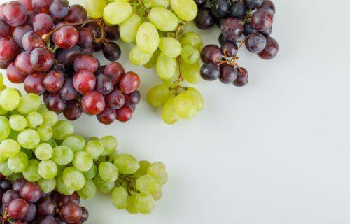 Stručnjaci ističu: Tri razloga zbog kojih je ZDRAVO da jedete grožđe i kad morate da budete veoma oprezni
