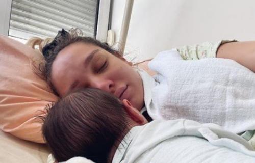 Luna objavila fotografiju iz porodilišta: Đoganijeva uživa sa ćerkicom, pa poslala EMOTIVNU PORUKU (FOTO)