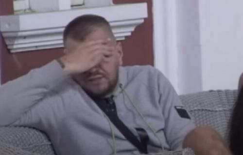 Razveo se zbog cimerke iz RIJALITIJA, sada gledamo njihove ŽUČNE svađe, a evo kako je ON izgledao (FOTO)