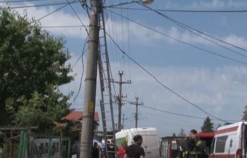 Stravični snimci NESREĆE u Šapcu: Ubila ga struja na banderi dok je povezivao kameru