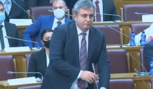 Nakon SKANDALA u Podgorici oglasio se Radunović: Pozvao kolege da se konačno OSLOBODE Milovog režima