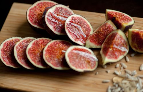 Zovu je rajskim voćem: Šta će se dogoditi ako svaki dan na prazan stomak pojedete jednu SMOKVU?