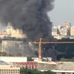 Stravični snimci EKSPLOZIJE u Moskvi: Gori zgrada, ogroman oblak dima prekrio grad (VIDEO)