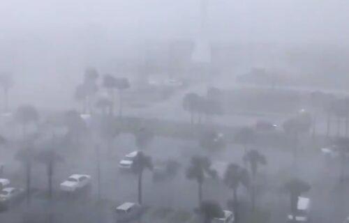 Strahovito NEVREME pogodilo SAD: Poplave, teško oštećene kuće, iščupano drveće (VIDEO)
