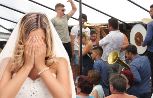 Zabranila sam naručivanje pesama Baje Malog Knindže na svadbi, a onda se začuo Merlin i počeo je PAKAO