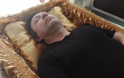 "Isplivale ŠOK fotografije sa SAHRANE! Zoki Šumadinac uradio nešto KATASTROFALNO: ""Zbogom…"" (FOTO)"