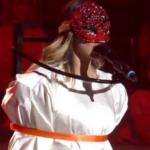 Zvezda Granda ŠOKIRALA performansom: Inspiracija joj bio serijski UBICA iz kultnog filma (FOTO)