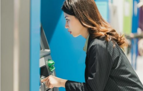 Julija na bankomatu videla da je postala MILIJARDER: Smislila šta će s novcem, kad ju je banka šokirala