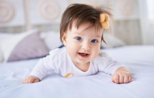 Pitanje koje najviše zanima roditelje: Sa koliko MESECI bebe počinju da reaguju na svoje IME?