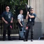Neobično ORUŽJE u rukama obezbeđenja u Briselu: Pretnja od NAPADA nikad ozbiljnija (VIDEO)