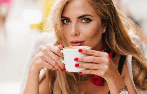 Idealno vreme za kafu nije odmah nakon BUĐENJA: Zašto ne treba da pijete kafu ako ste još uvek POSPANI?