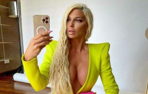 Karleuša kakvu ne viđamo ČESTO: Pevačica pokazala kako izgleda u LEŽERNOM izdanju (FOTO)