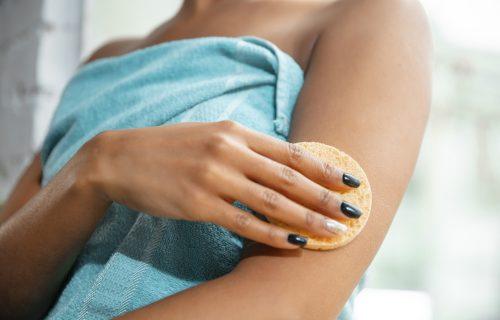 Detaljan vodič do mekane i elastične kože: Šest saveta za pravilnu hidrataciju tela PRE i POSLE tuširanja