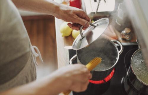 Zbog njih hrana nema UKUS kakav ste očekivali:  Najčešće GREŠKE koje pravite u kuhinji, a niste ih svesni