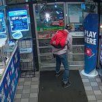 """Namerno pustili lopova da ih dva puta opljačka, da bi mu naredne nedelje priredili """"IZNENAĐENJE"""" (VIDEO)"""