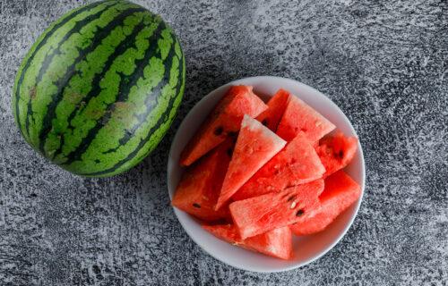 Nije trik samo u tome da kucnete u nju: EVO kako da izaberete NAJSOČNIJU lubenicu