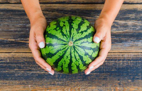 Idealno OSVEŽENJE za letnje dane: Pet razloga zbog kojih treba što češće da jedete LUBENICU