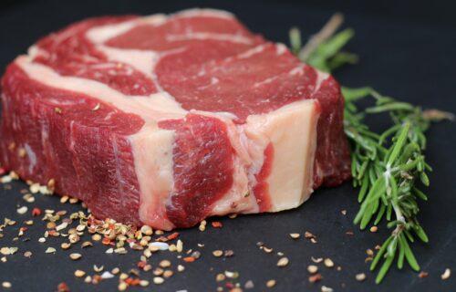 Jednostavan kućni TRIK: Evo kako ćete znati da li je meso POKVARENO ili nije