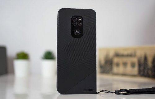 Motorola Defy podnosi padove, prašinu, a možete je prati sapunom (VIDEO)