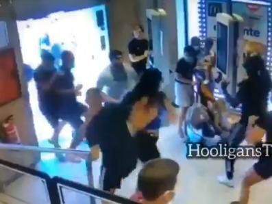 Jeziva tuča na EURO: Letele stolice oko bebine glave, huligani napravili potpuni haos (VIDEO)