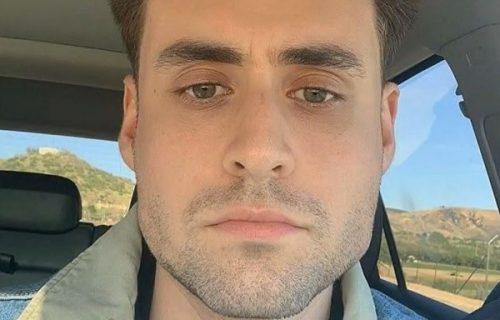 Horor u kupatilu: Uzeo cimerov brijač, a posle nekoliko minuta mu se zbog ovog izobličilo lice (VIDEO)