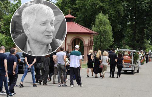 SAHRANJEN Novica Zdravković: Supruga i sin SKRHANI bolom ostali i gledali u njegov grob