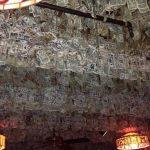 Najskuplji restoran na svetu: Dekorisan je sa DVA MILIONA pravih novčanica, evo kako ga čuvaju od lopova