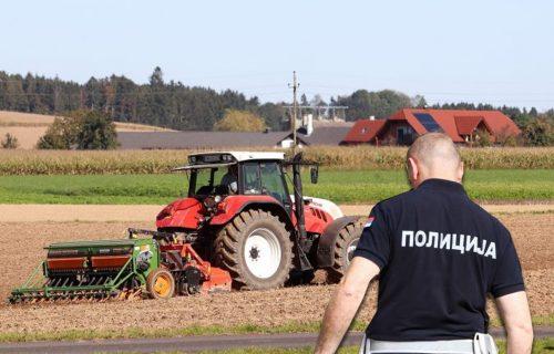 DRAMA u Vladičinom Hanu: Muškarac vozio traktor sa 2,24 promila, čovek mu pao sa vozila i zadobio POVREDE