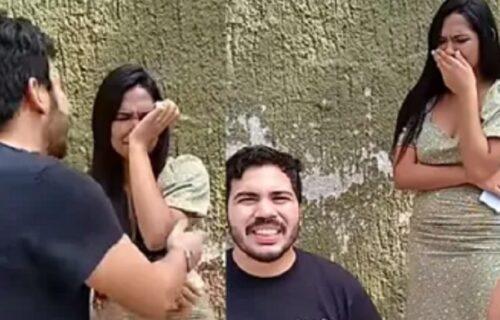 """""""Ubica"""" romantike: Da li ste ikada videli ovakvu prosidbu? (VIDEO)"""