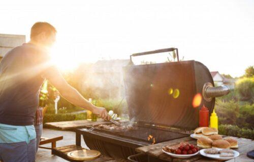 """""""Ostali smo gladni"""": Muž i žena pozvali šest prijatelja na roštilj, a onda su ih šokirali jednim ZAHTEVOM"""