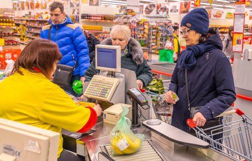 Išao po marketima i špricem ubrizgavao OTROV u namirnice: Građani ODMAH moraju da bace ove proizvode