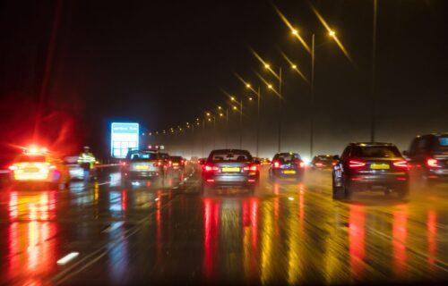 AMSS izdao UPOZORENJE: Kolovozi mokri i klizavi zbog padavina, na OVIM deonicama produženi radovi