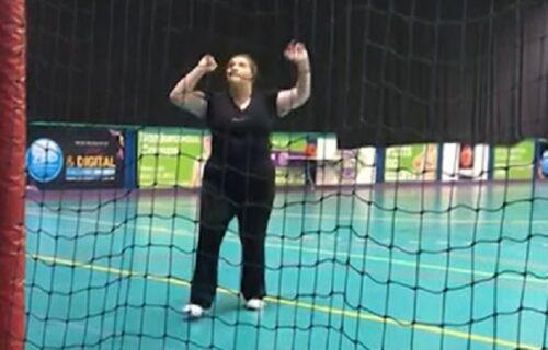 Odbacila brzu hranu i grickalice i vežbala po pola sata dnevno: Pogledajte je sada kako izgleda (VIDEO)