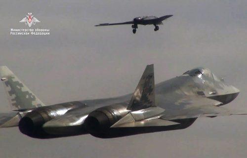 Ruska avijacija postaje još UBOJITIJA: Moćni lovci navodiće napade NEVIDLJIVIH dronova (VIDEO)