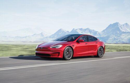 Najbrži i najsnažniji Teslin auto košta $130.000: Ilon Mask s ponosom predstavlja Model S Plaid (VIDEO)