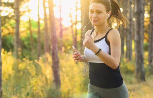 Osim što je zabavnije, postoje još neki pozitivni efekti: EVO zašto je dobro da slušate MUZIKU dok trčite
