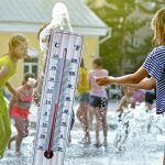 Danas sunčano i VEOMA toplo, temperatura i do 37 stepeni: Evo koji deo Srbije popodne očekuje RASHLAĐENJE