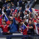 Ludnica uoči duela Engleske i Škotske: Haos na ulicama, navijači se kupali usred Londona (VIDEO)