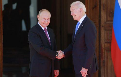 Razmenili POKLONE: Bajdenu pisaći pribor, a evo šta je Putin dobio od američkog predsednika