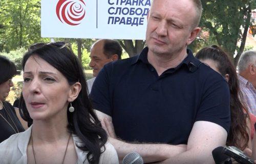 Đilasa i Mariniku pitali zašto su za njih Srbi GENOCIDNI i zašto skrnave umrlice: Oni IZVREĐALI novinare!